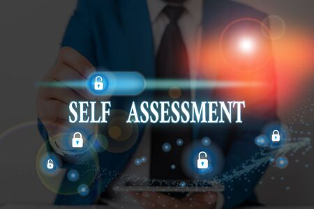 Writing note showing Self Assessment. Business concept for evaluation of oneself or one actions and attitudes Stockfoto