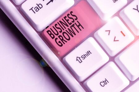 Writing note showing Business Growth. Business concept for process of improving some measure of an enterprise success 스톡 콘텐츠
