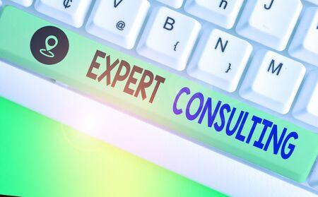 Wort schreiben Text Expertenberatung. Geschäftsfoto, das die Bereitstellung von Expertenwissen an Dritte gegen Gebühr zeigt Standard-Bild