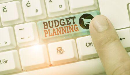 Conceptual la scrittura a mano che mostra la pianificazione del budget. Concetto significato processo di costruzione di un budget e quindi utilizzo di esso