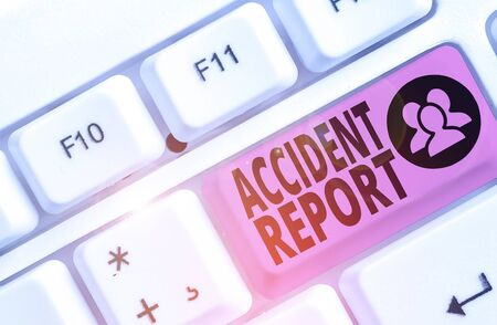 Schreiben Hinweis mit Unfallbericht. Geschäftskonzept zur formellen Erfassung des eingetretenen Unfalls oder der eingetretenen Verletzung Standard-Bild
