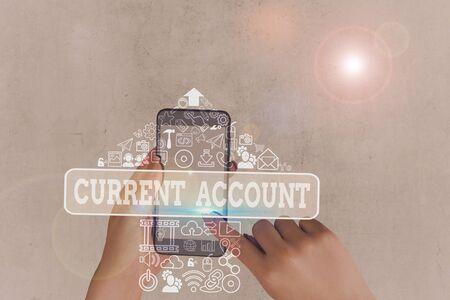 Écrit remarque montrant le compte courant. Concept d'entreprise pour démontrer un compte bancaire qui peut retirer de l'argent à tout moment