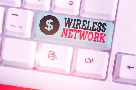 Writing note showing Wireless Network. Business concept for computer network that uses wireless data connections 스톡 콘텐츠