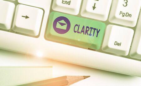 L'écriture de texte Word Clarté. Photo d'affaires mettant en valeur la cohérence des idées claires compréhensibles intelligibles précision