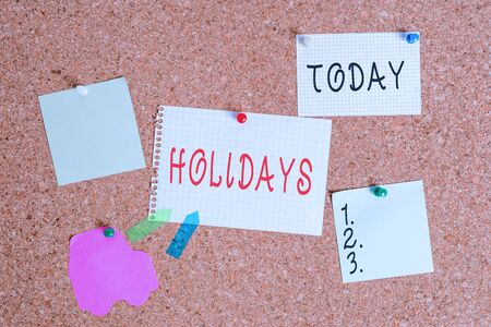 Word writing text Holidays. Business photo showcasing an extended period of leisure and recreation spent away from home Corkboard color size paper pin thumbtack tack sheet billboard notice board Standard-Bild - 142250331