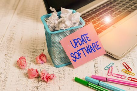 Wort schreiben Text Update-Software. Business-Foto-Präsentation fügt kleinere Software-Verbesserungen und Kompatibilität hinzu