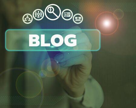 Escritura de texto Word Blog. Foto de negocios que muestra una página web actualizada regularmente escrita en estilo conversacional