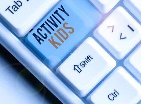 Writing note showing Activity Kids. Business concept for form of organized supervised often extracurricular recreation Zdjęcie Seryjne