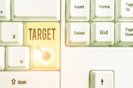 Handwriting text Target. Conceptual photo demonstrating object or place selected as the aim of attack Life goal Banque d'images