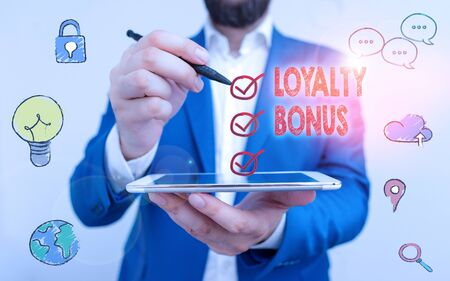 Writing note showing Loyalty Bonus. Business concept for reward such as money or points is given for a loyal customer Zdjęcie Seryjne