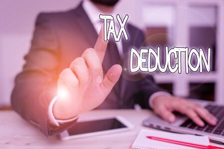 Handwriting text Tax Deduction. Conceptual photo amount subtracted from income before calculating tax owe Male human wear formal clothes present presentation use hi tech smartphone Zdjęcie Seryjne