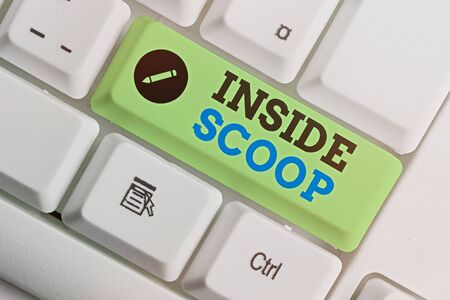 Writing note showing Inside Scoop. Business concept for Information that only an insider would have Real information Standard-Bild