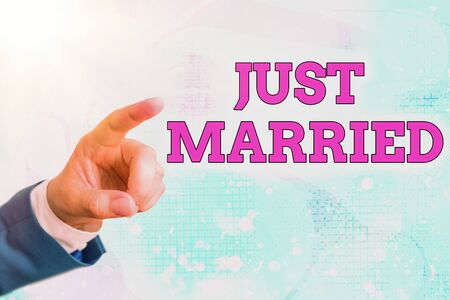 Writing note showing Just Married. Business concept for someone who has recently married or undergo matrimony Standard-Bild