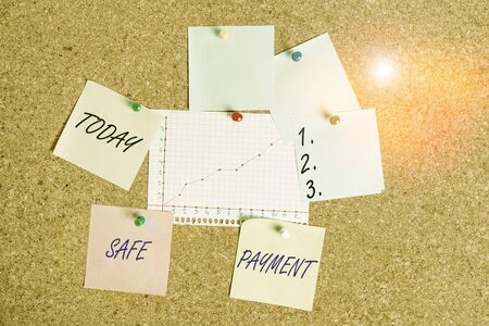 Handwriting text Safe Payment. Conceptual photo webpage where credit card numbers are entered is secured Corkboard color size paper pin thumbtack tack sheet billboard notice board Standard-Bild