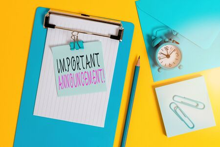 Word writing text Important Announcement. Business photo showcasing spoken statement that tells showing about something Clipboard sheet note binder pencil clips clock envelop colored background 版權商用圖片