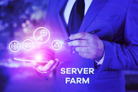 Writing note showing Server Farm. Business concept for a group of computers acting as servers and housed together Banco de Imagens