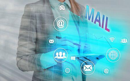 Écrit remarque montrant Mail. Concept d'entreprise pour les lettres ou les colis envoyés ou livrés au moyen du système postal