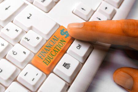 Konzeptionelle Handschrift zeigt finanzielle Bildung. Begriff Sinne Geldbereiche wie Finanzen und Investieren verstehen Standard-Bild