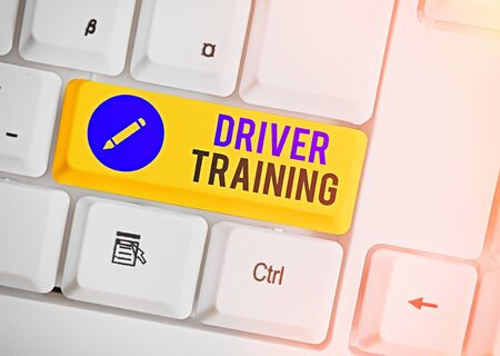 Word writing text Driver Training. Business photo showcasing prepares a new driver to obtain a driver s is license Imagens