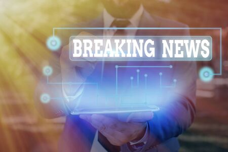 Writing note showing Breaking News. Business concept for Special Report Announcement Happening Current Issue Flashnews