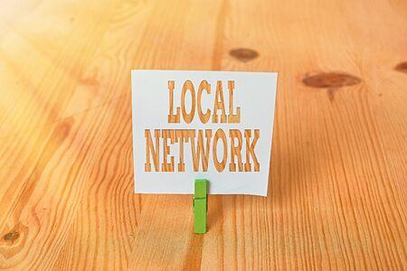 Texte de l'écriture réseau local. Photo conceptuelle Intranet LAN Radio Waves DSL Connexion Commutateur Boradband Rappel vide fond de plancher en bois vert groovepin slot office
