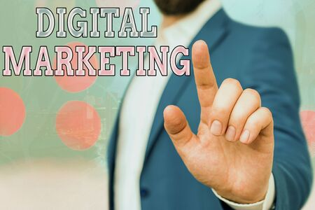 Text sign showing Digital Marketing. Business photo showcasing market products or services using technologies on Internet Foto de archivo