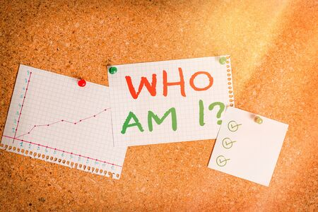 Writing note showing Who Am I Question. Business concept for asking about self identity or an individualal purpose in life Corkboard size paper thumbtack sheet billboard notice board Imagens