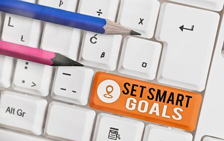 Word writing text Set Smart Goals. Business photo showcasing giving criteria to guide in the setting of objectives Stock Photo