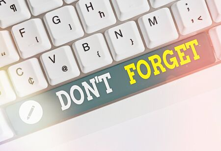 Writing note showing Dont Forget. Business concept for used to remind someone about an important fact or detail