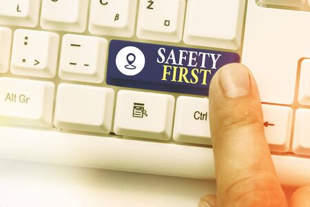 Word writing text Safety First. Business photo showcasing used to say that the most important thing is to be safe 스톡 콘텐츠