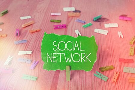 Writing note showing Social Network. Business concept for a framework of individual linked by interan individualal relationship Banco de Imagens