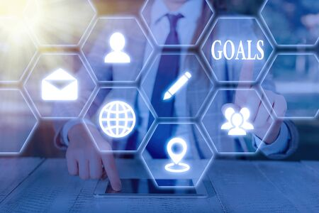 Writing note showing Goals. Business concept for desired result that an individual envision plan and commit to achieve Banque d'images - 149397130