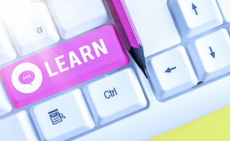Word writing text Learn. Business photo showcasing process of acquiring new modifying existing knowledge behaviors Stockfoto