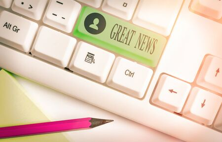 Word writing text Great News. Business photo showcasing the surprised reaction of learning good news or fortunate event White pc keyboard with empty note paper above white key copy space Zdjęcie Seryjne