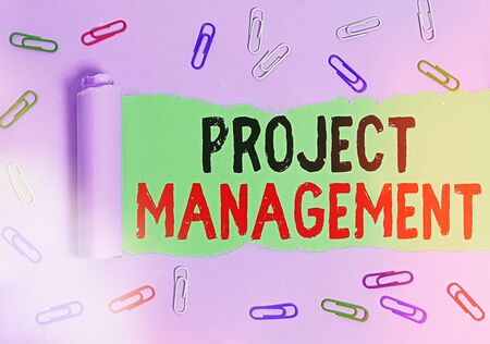 Text sign showing Project Management. Business photo showcasing practice of the work of a team to achieve specific goals Rolled ripped torn cardboard placed above a wooden classic table backdrop Zdjęcie Seryjne