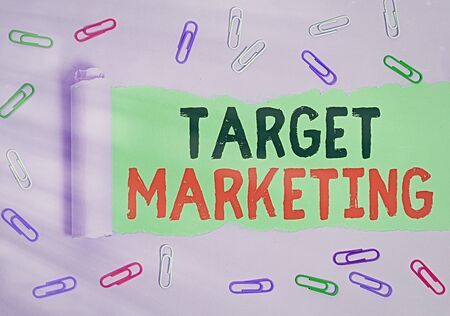 Text sign showing Target Marketing. Business photo showcasing marketer s is most important task also used in buying strategy Rolled ripped torn cardboard placed above a wooden classic table backdrop Banque d'images