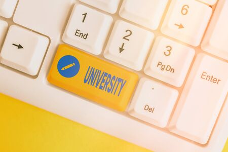 Word writing text University. Business photo showcasing an educational institution designed to teach and investigate White pc keyboard with empty note paper above white key copy space Stockfoto