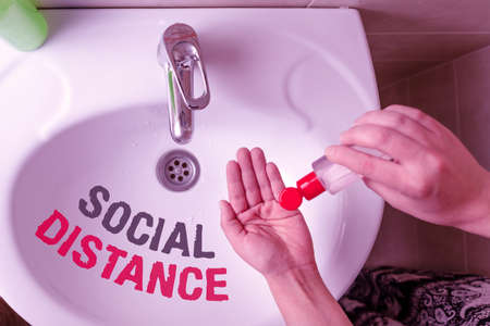 Text sign showing Social Distance. Business photo text degree of acceptance of general interaction of individuals Handwashing procedures for decontamination and minimizing bacterial growth 免版税图像
