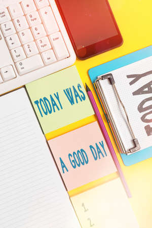 Writing note showing Today Was A Good Day. Business concept for Positive Affirmation Enjoying the moment Having fun Empty papers with copy space on yellow background table Banco de Imagens