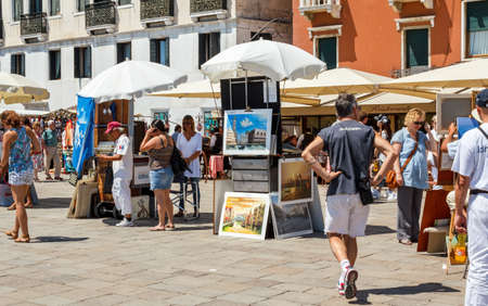 16. Jul 2012 - Street vendor selling tourist souvenirs. Most vendors in Venice arent of Italian origin.