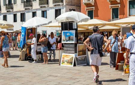 the merchant of venice: 16. Jul 2012 - Street vendor selling tourist souvenirs. Most vendors in Venice arent of Italian origin.