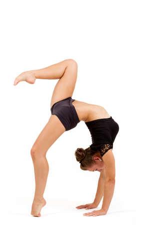 gymnastique: beaut� contorsionniste pratiquer le yoga gymnastique isol� sur fond blanc, Jeune professionnel femme gymnaste