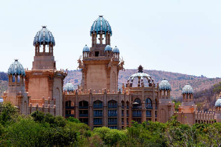 sonne: Panorama von Sun City, The Palace of Lost City, Luxury Resort in S�dafrika Editorial