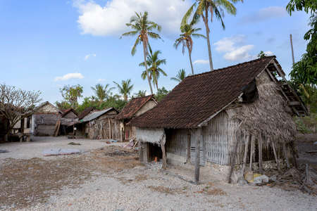 beggary: poor huts of the natives, traditional indonesian poor house - shack on beach, Nusa Penida Island, Toyapakeh. Bali. Stock Photo
