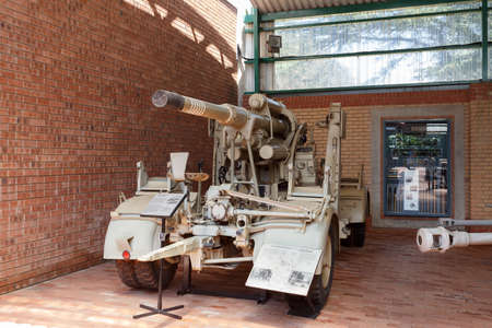 boer: Johannesburg, South Africa - October 30, 2014: Antiaicraft gun Lugafweerkanon (2nd world war). Ditsong National Museum of Military History in Johannesburg.