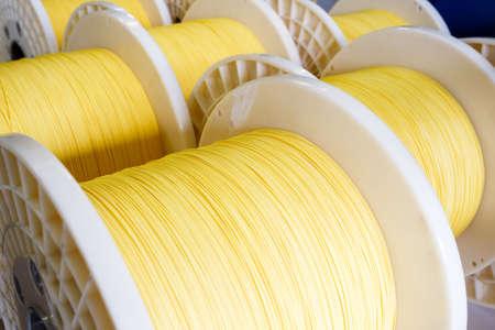 Groep van glasvezel kabelhaspels met met elkaar verweven optische vezels