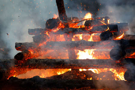 religion christian festival Walpurgis Night with big fire and burning witches, burning woodpile Banco de Imagens