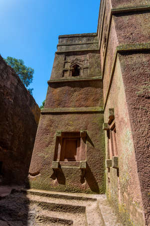 Church of Saint George rock-hewn in the shape of a cross, Bete Giyorgis, one of eleven monolithic churches in Lalibela. The Church was carved downwards from monolitic stone Banco de Imagens