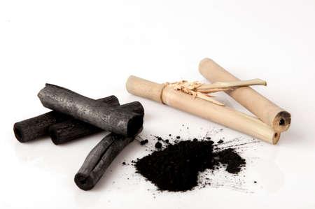 Charbon de bambou brûlé et dustpan Banque d'images - 80334622