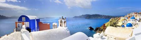 panorama city panorama: Blanco azul Santorini Gran panorama Grecia Foto de archivo